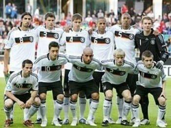日進月歩のサッカーに日本はついていけるか?~悪しき伝統を捨てたドイツ~<Number Web> photograph by Mutsu Kawamori