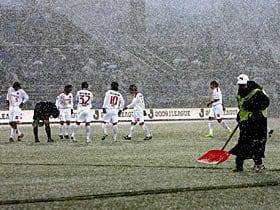 日本独特の気候のもと、秋春制は本当に可能か?~解消できないJリーグの積雪問題~