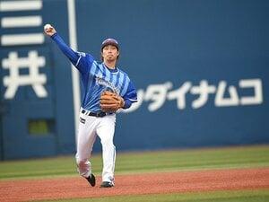 石井琢朗が認める「背番号5」の後継。DeNA倉本寿彦、2年目での3割死守を。