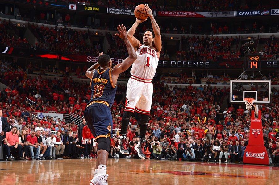 シカゴの英雄、デリック・ローズ。ガラスの貴公子から仮面の騎士へ?<Number Web> photograph by NBAE via Getty Images
