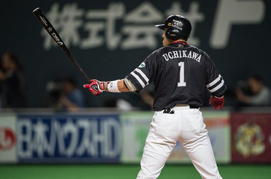 チームの重圧を全部背負って打つ!4番の主将・内川聖一が目覚めた夜。<Number Web> photograph by Nanae Suzuki