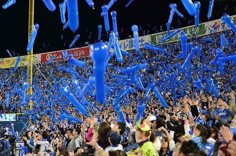「プロ化」の意味、わかってますか?日本スポーツ界の悪癖、親会社依存。<Number Web> photograph by Hideki Sugiyama