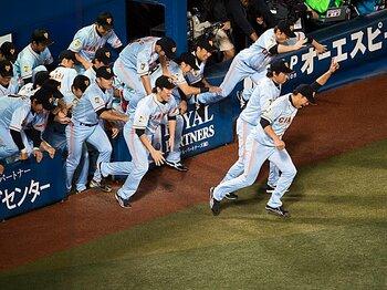<リーグ3連覇の舞台裏> 原巨人 「トータルベースボールという革新戦術」<Number Web> photograph by Nanae Suzuki