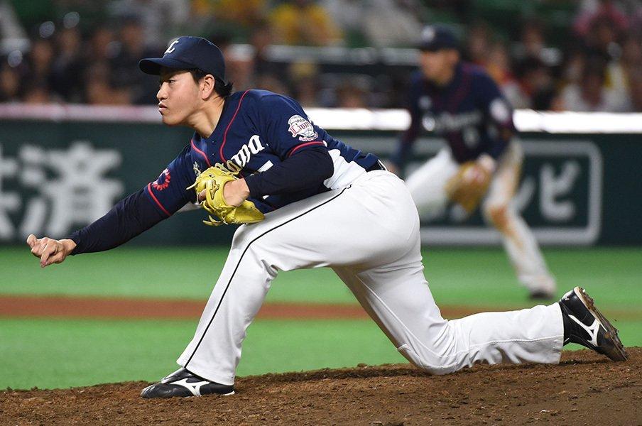 西武を支える一軍最年長投手。31歳・牧田和久の活躍は変幻自在。<Number Web> photograph by NIKKAN SPORTS