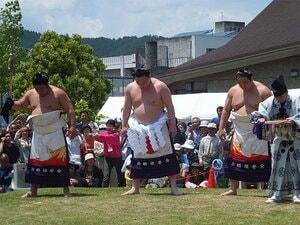 """大相撲の""""3.11"""" 被災地を訪れた力士たちの涙と誓い"""