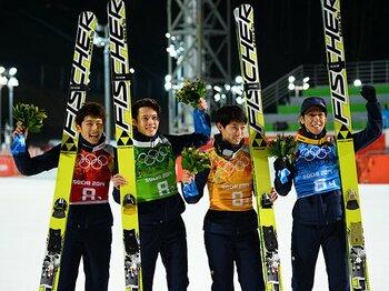 「一緒にメダルを獲るならこいつらと」日本ジャンプ陣、笑顔と涙の銅メダル。<Number Web> photograph by Asami Enomoto/JMPA