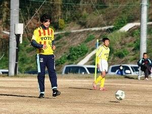 """栄光の""""鹿島の10番""""は北九州へ――。東福岡高出身・本山雅志の夢は続く。"""
