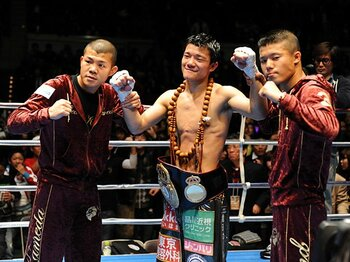 バッシングの嵐の後に、亀田兄弟が取る進路。~長男・興毅は王座統一戦へ~<Number Web> photograph by BOXING BEAT