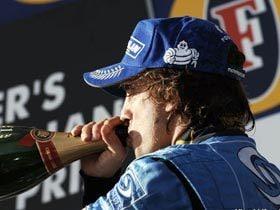 荒れたレースを制したアロンソのグリップ力。