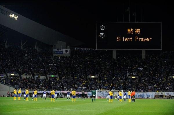 チャリティマッチ試合開始前の黙祷