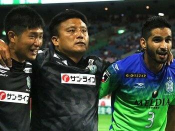 チョウ監督と被るクロップの姿。大誤審があっても湘南が勝てた理由。<Number Web> photograph by Takahito Ando