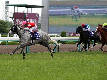 復活のゴールドシップ、宝塚記念連覇。勝敗を分けた、発表以上に重い馬場。 <Number Web> photograph by Yuji Takahashi