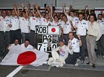 亜久里との勝負から14年後――。日本GPでの可夢偉の3位激走を追う。<Number Web> photograph by Hiroshi Kaneko
