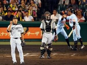 """巨人に3連敗を喫した阪神の""""悔い""""。両監督の、1点にかける采配の差。"""