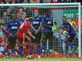 英雄、7カ月ぶりの先発フル出場!限界説を吹き飛ばすジェラードの闘志。<Number Web> photograph by Man Utd via Getty Images