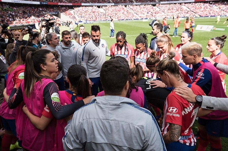 女子サッカーに熱狂するスペイン。観客は6万人超、視聴率は20%も。<Number Web> photograph by Getty Images