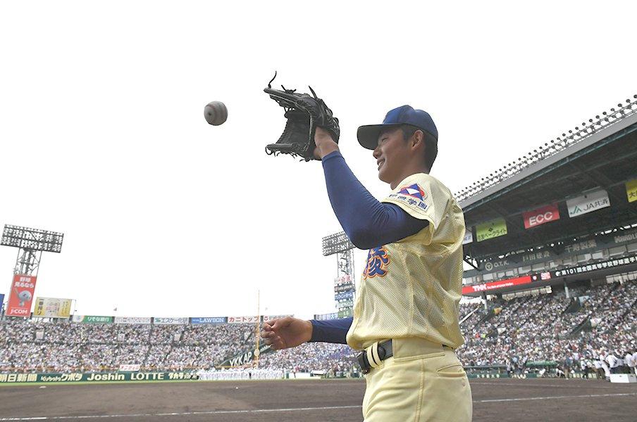 イニング平均球数わずか「12.39」。奥川恭伸の賢さは甲子園史に残る。<Number Web> photograph by Hideki Sugiyama