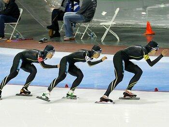 個々の能力差をチーム戦術で覆す!スケート界がメダルを託すパシュート。<Number Web> photograph by Pro Shots/AFLO