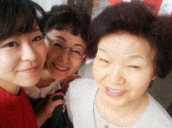 """中島彩の""""女三代""""マラソン挑戦記。79歳、55歳、27歳はゴールできるか!?<Number Web> photograph by Aya Nakajima"""