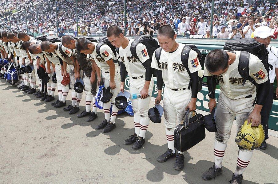 1回戦の頂上対決で大阪桐蔭に惜敗。挑戦者に徹した作新学院の積極戦術。<Number Web> photograph by Kyodo News