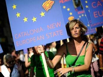 大統領はグアルディオラ?カタルーニャ独立の熱気。~カンプノウで起きた政治活動~<Number Web> photograph by Getty Images