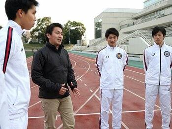 長距離専任コーチとして招聘された保科光作が強化の中心となる。箱根駅伝に慶應のエンブレムが帰って来るのはいつになるだろうか。