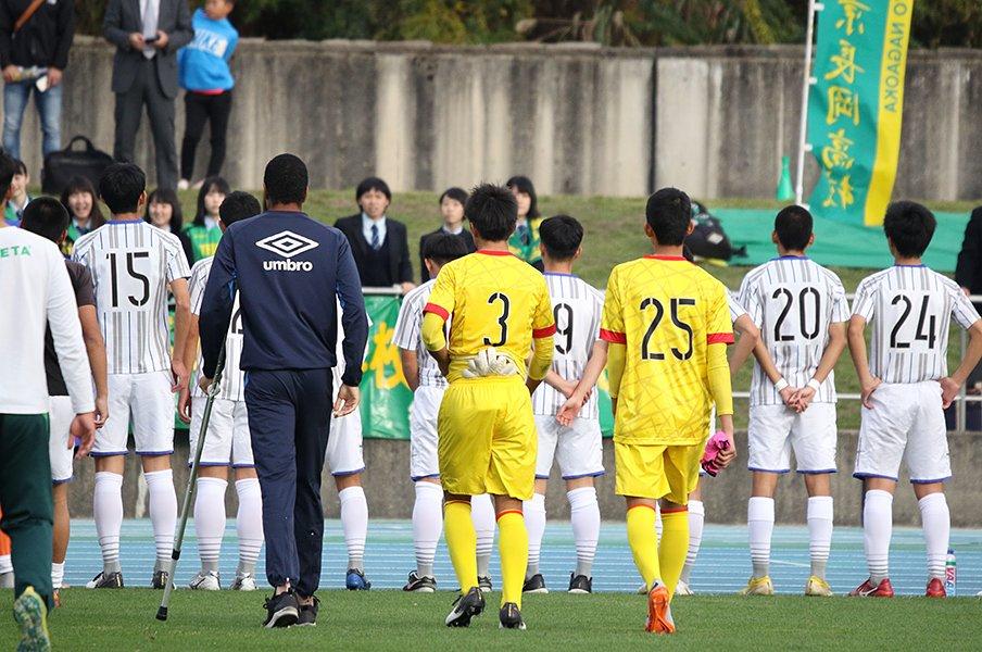 「本当はFWをやりたかったけど」ある高校生GKの怪我と敗北と友の涙。<Number Web> photograph by Takahito Ando