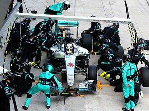 アレジやハッキネンの提案は正当か?F1における「無線」の意味を考える。