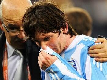 """""""優勝候補""""も中身はスカスカだった!アルゼンチンが馬脚をあらわした大敗。<Number Web> photograph by FIFA via Getty Images"""