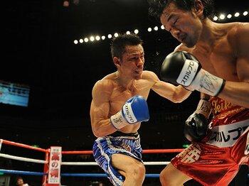 王者の魅力を引き出した35歳の老獪なテクニック。~山中慎介とのボクシング名勝負~<Number Web> photograph by BOXING BEAT