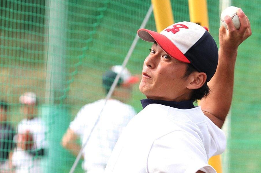 ドラフト1位指名濃厚の剛速球右腕。熊原健人のストレートを受けてきた。<Number Web> photograph by Masae Takahashi