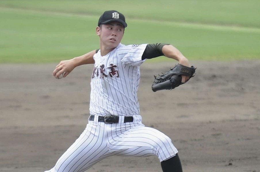 磐田東高校時代の加藤脩平は、甲子園の地に立つことなく3年間の高校野球生活を終えた。プロでは花開くだろうか。