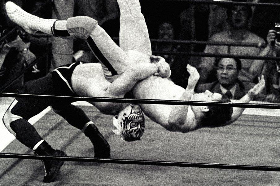 タイガーマスクがもたらした功罪。4月23日の衝撃デビューと負の遺産。<Number Web> photograph by Essei Hara