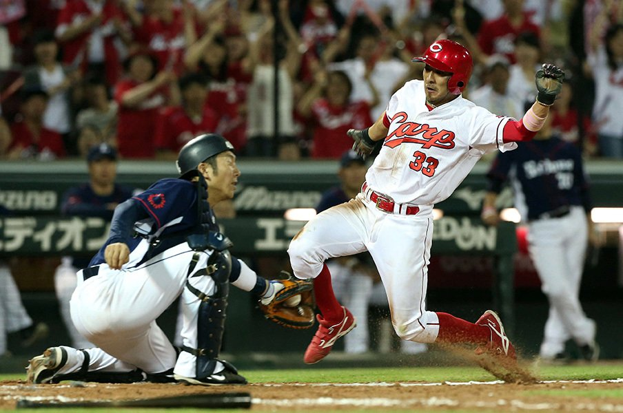 野球界の奇妙な「不公平論」を斬る。70人枠撤廃も、コリジョンルールも。<Number Web> photograph by NIKKAN SPORTS