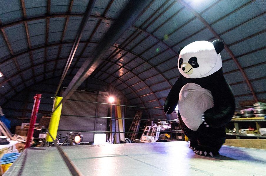 """""""3メートルのパンダ""""に会いたくて!「新根室プロレス」本拠地を訪ねた。<Number Web> photograph by Shiro Miyake"""