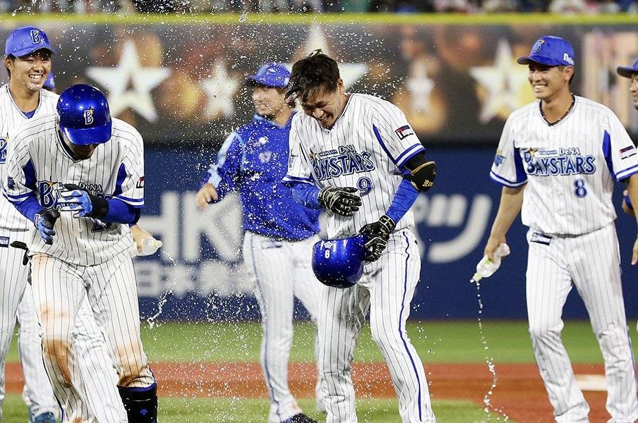 スポーツとビジネスは衝突するか。変化を起こすための絶対条件とは。<Number Web> photograph by Kyodo News