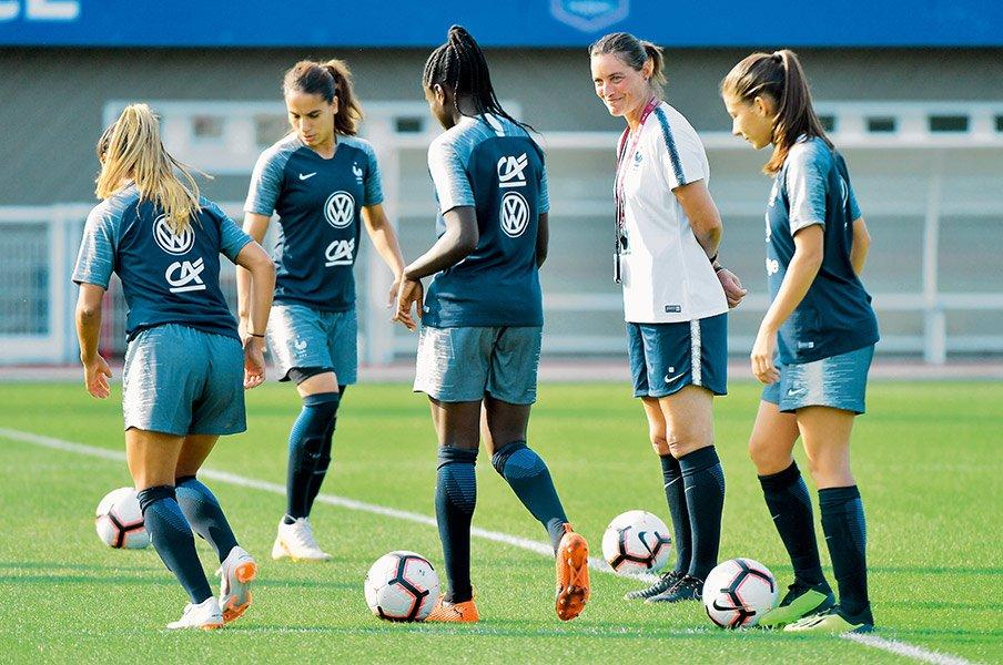 女子サッカーフランス代表が大変貌!W杯優勝候補が歩んだ紆余曲折 ...