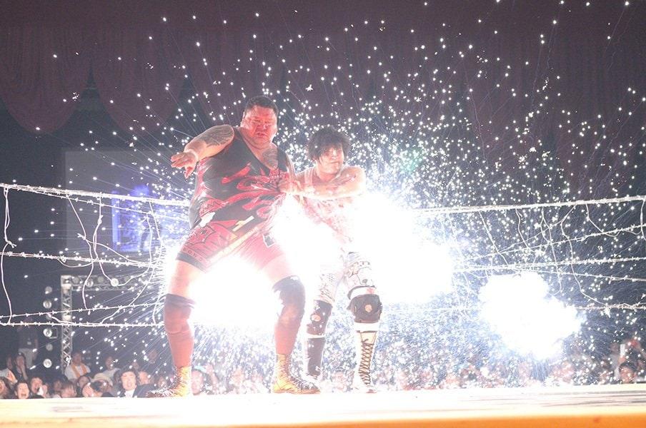 大仁田厚、7年ぶり7回目の引退!復帰までがお約束のプロレス人生。<Number Web> photograph by AFLO