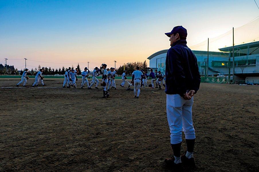 <大器を育てる指導哲学>球界の港を開く。花巻東・佐々木洋の挑戦。<Number Web> photograph by Ryuki Matsuhashi