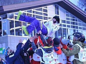 笑顔、闘志、凍える記者にカイロ。上村愛子がモーグル第一人者の理由。