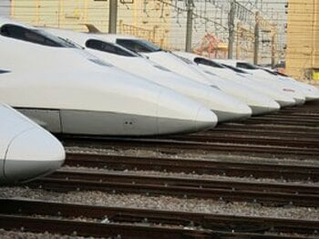 今日は寒いから、南へ行こう!?羽田空港と新幹線車両基地を目指せ。<Number Web> photograph by Satoshi Hikita