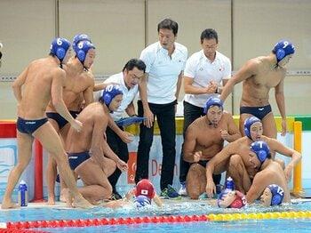 32年ぶり五輪出場の裏に異端の戦術。水球日本代表が捨てた「常識と安定」。<Number Web> photograph by Kyodo News
