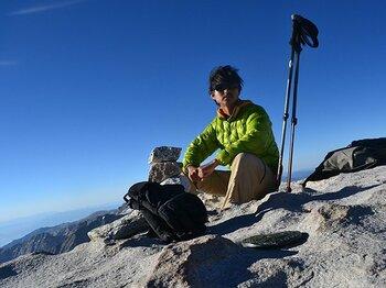「熊缶」を携えて峠を歩き、アメリカ本土最高峰で見た朝日。<Number Web> photograph by Yusuke Ide