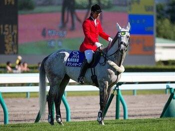 馬だって「転職」は簡単じゃない。競馬→誘導馬→馬術という成功組。<Number Web> photograph by nabecci/Ryosuke KAJI