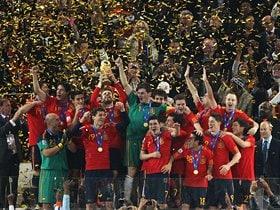敗北も死闘も乗り越え、貫いた美学。個と組織が融合したスペインの戴冠。