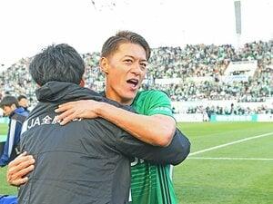 田中隼磨が完遂した松本山雅の優勝。偉大な先輩たちの言葉を胸に刻んで。