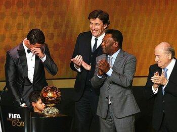 圧倒的得点数で2度目のバロンドール。授賞式でロナウドが見せた涙の理由。 <Number Web> photograph by Bongarts/Getty Images