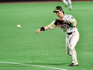 SB・本多雄一が挑む正二塁手奪還。攻守に改造し、明石と川島に挑む!