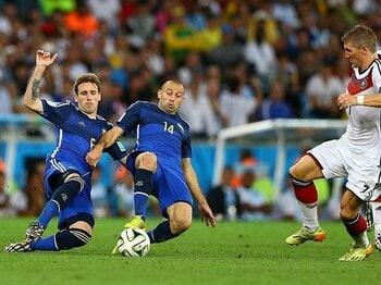 """真のMVPは""""サッカー界のゲバラ""""だ。マスチェラーノに大きな喝采を!<Number Web> photograph by Amin Mohammad Jamali/Getty Images"""