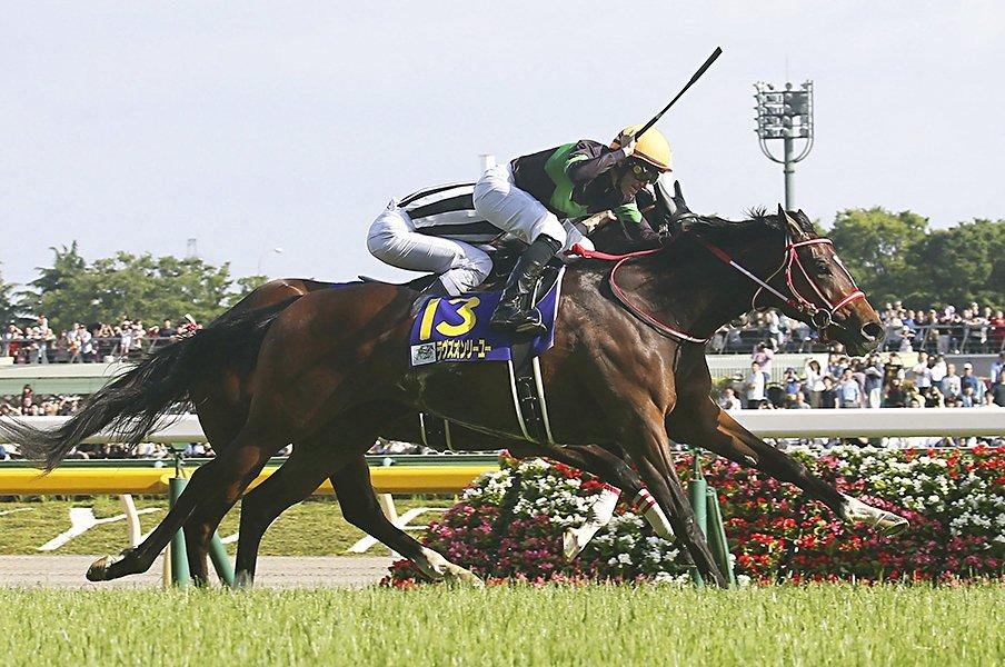 エリザベス女王杯は「超牡馬級」。大器ラヴズオンリーユーが大本命。<Number Web> photograph by Kyodo News